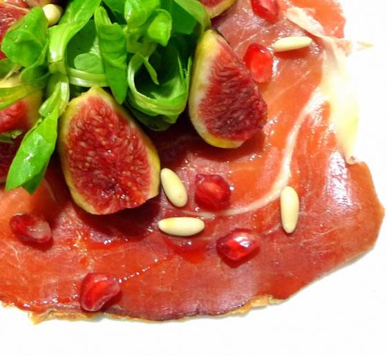 Vista 1 du assiette de carpaccio de jambon iberique avec salade de mâche