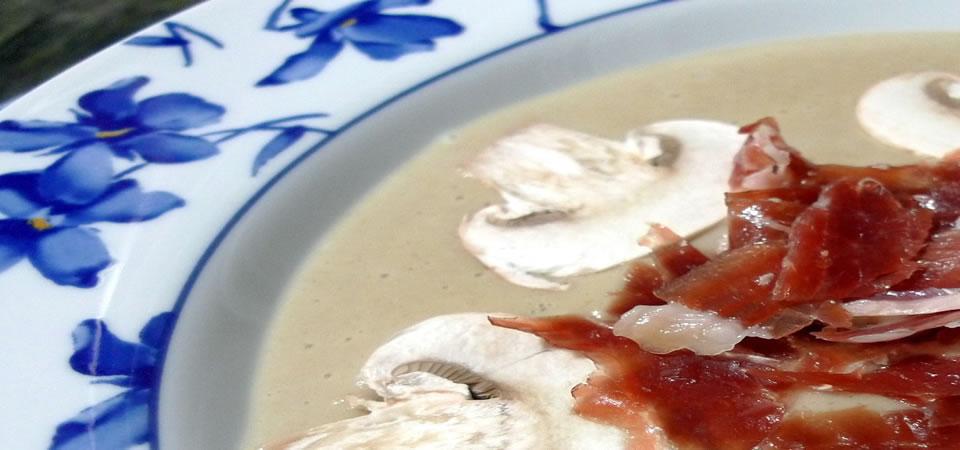 Plat de Crème de Champignons avec Jambon Ibérique Pata Negra